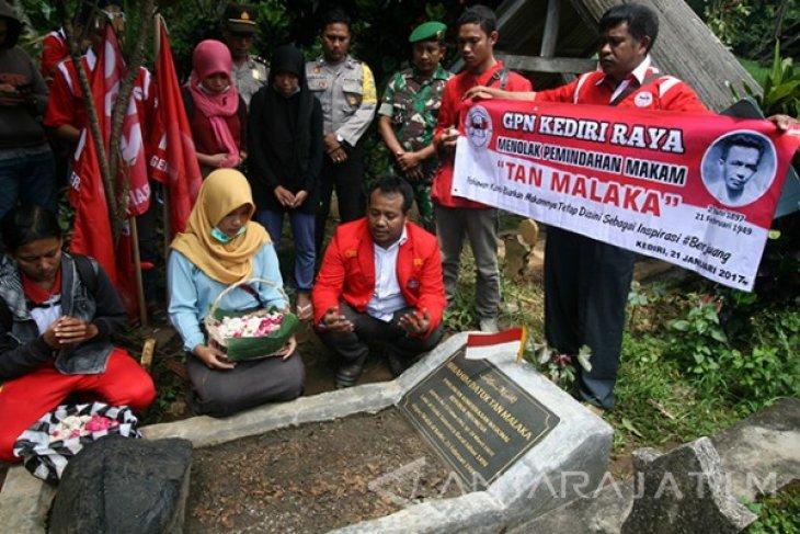Warga Kediri Tolak Pemindahan Makam Tan Malaka
