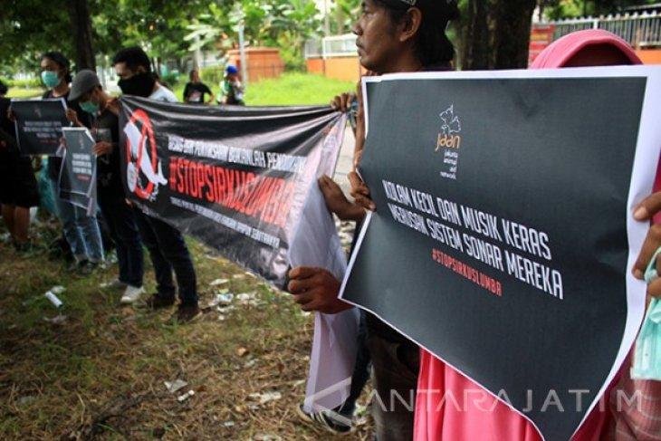 Aksi Stop Sirkus Lumba Lumba