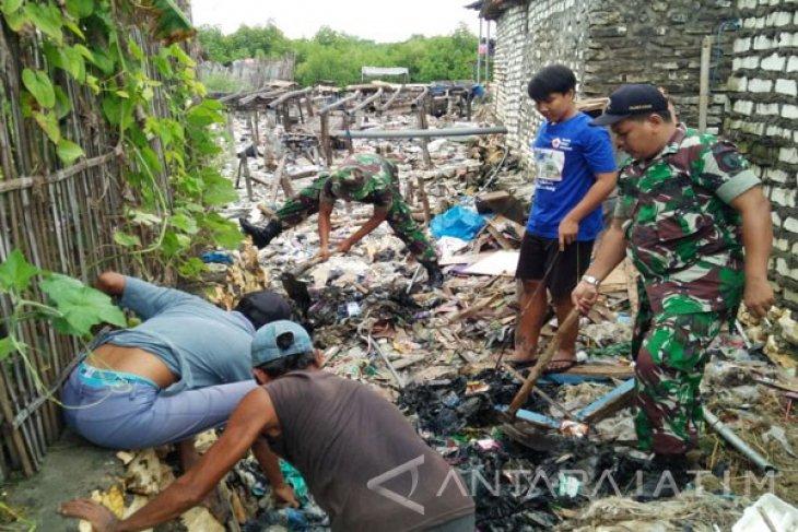 Kodim Pamekasan Gerakkan Babinsa Bersihkan Perkampungan Kumuh