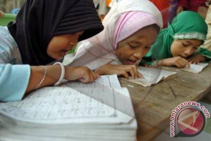 Selama Ramadhan, baca Al Quran atau medsos