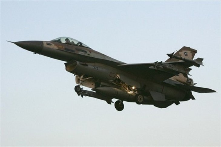 Pesawat tempur Israel serang pangkalan udara