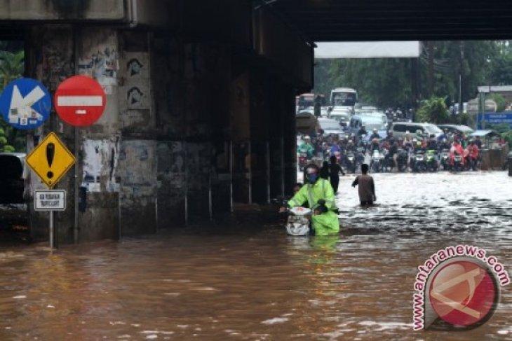 Kemacetan Kalimalang Bekasi Akibat Ada Genangan Air