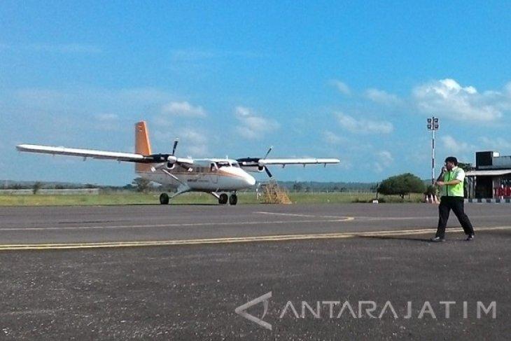 Pesawat Perintis Angkut Dua Penumpang ke Surabaya
