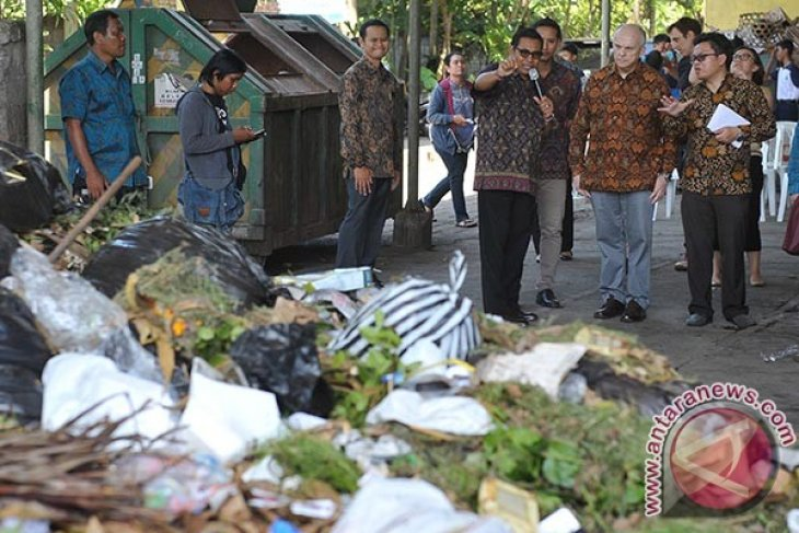 Konservasi Taman Nasional Bali Barat Terancam Sampah