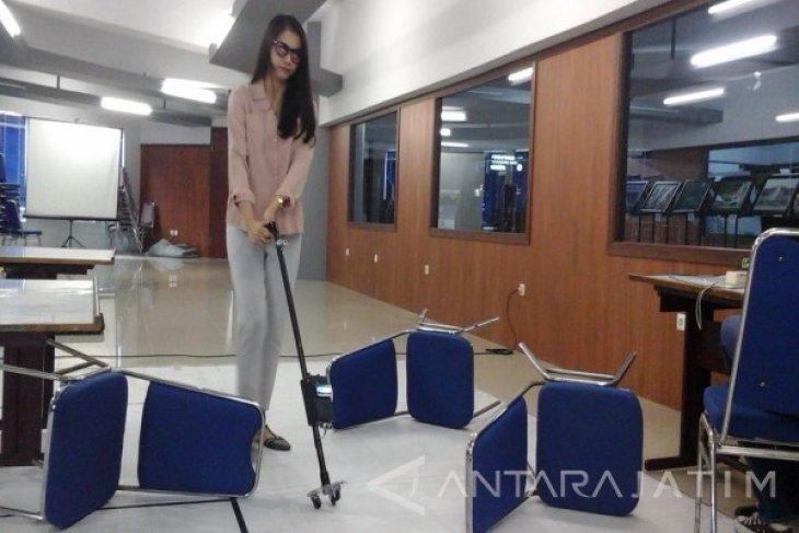 Mahasiswa Stikom Ciptakan Tongkat Pintar untuk Tunanetra
