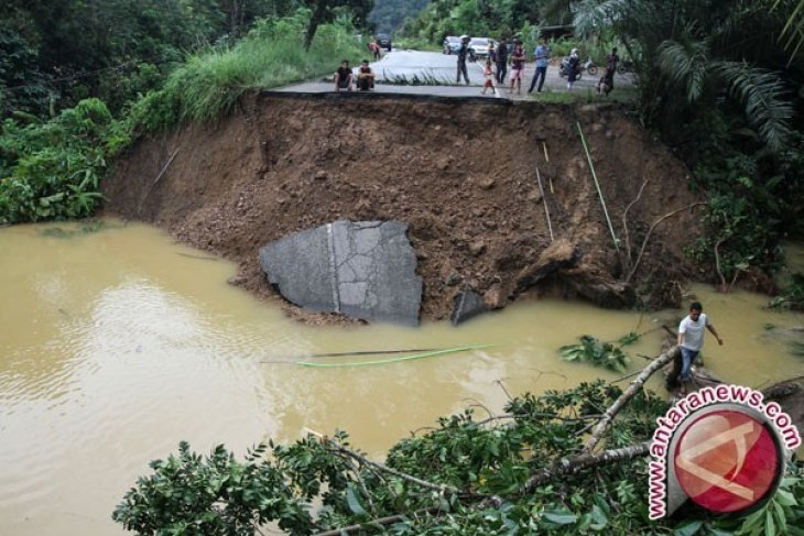 Emergency alert status announced in Riau following flash floods