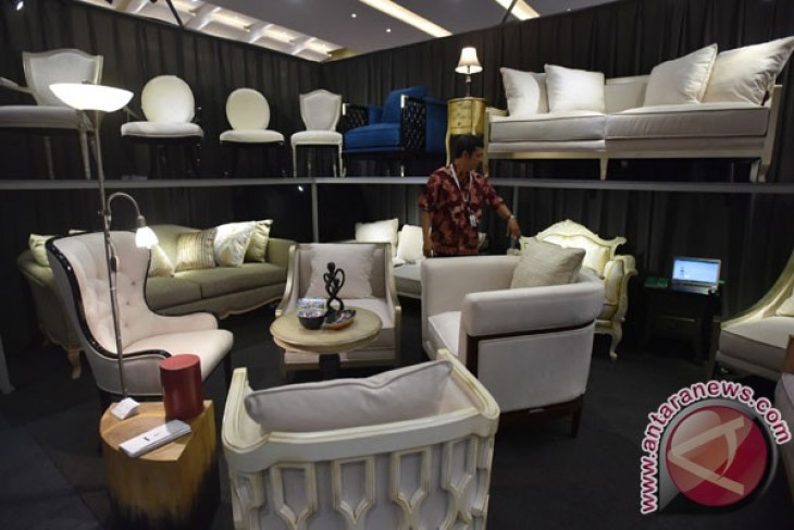 Indonesian furniture products showcased at exhibition in Canada