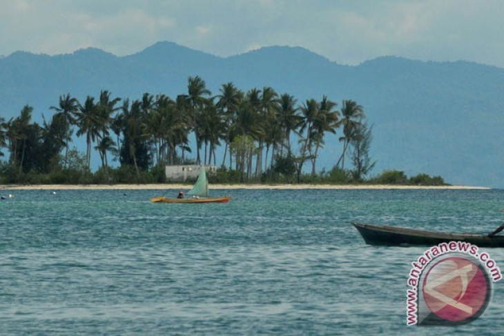 News Feature - Bokori tourism island continues to attract visitors by Otniel  Tamindael