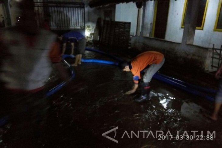 Belasan Rumah di Jember Tergenang Banjir Lumpur