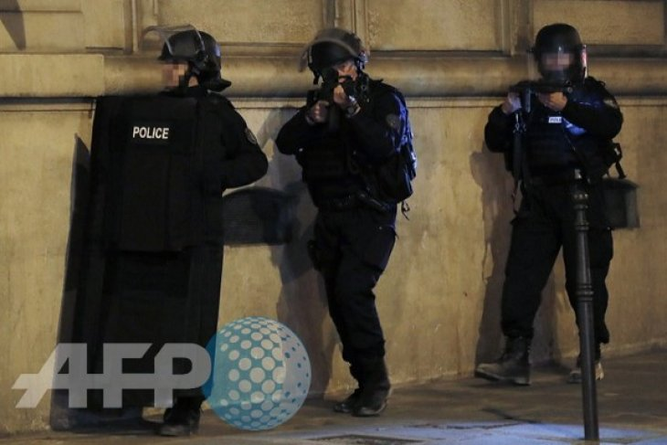 French Interior Ministry spokesman says second policeman not dead in Paris