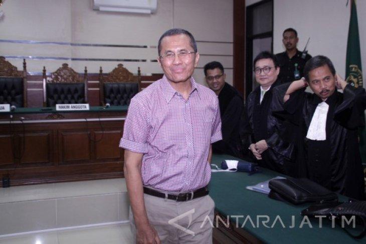 Pengadilan Tinggi Surabaya Bebaskan Dahlan Iskan