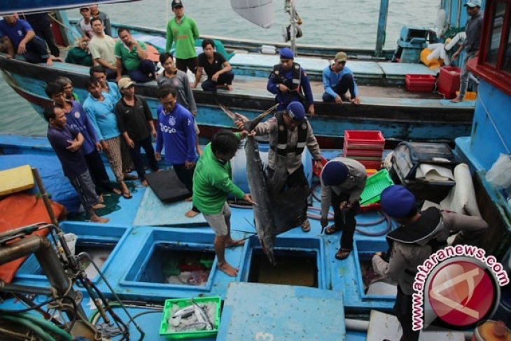 Penenggelaman kapal ikan asing ilegal melalui proses peradilan