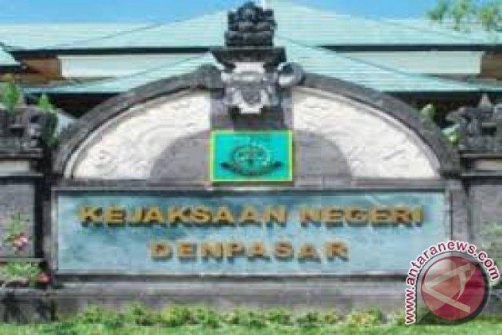 Kejari Denpasar terima pelimpahan tersangka penganiayan dokter