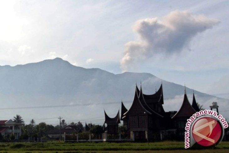 BPBD empat kabupaten/kota siaga terkait erupsi Marapi