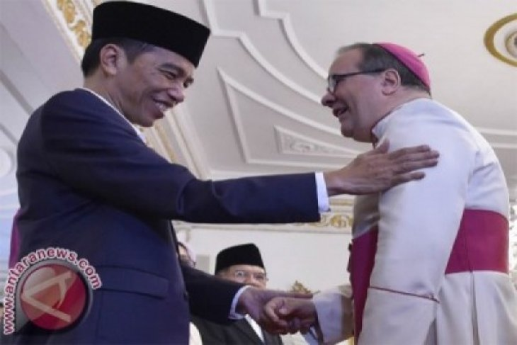 Senyum dan Salaman Lebaran ala Presiden Jokowi