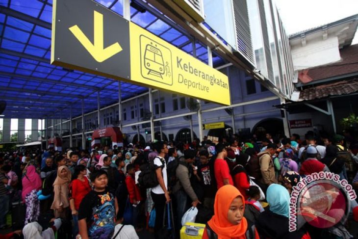 Millions of Indonesians brace for big homecoming