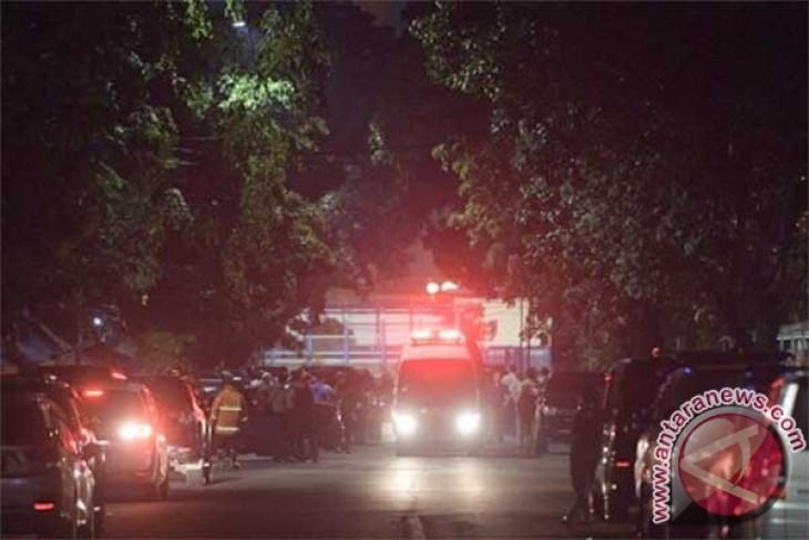 Man stabs two policemen after isha prayer