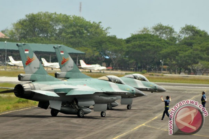 two f-16 fighter aircraft to arrive in east java on friday
