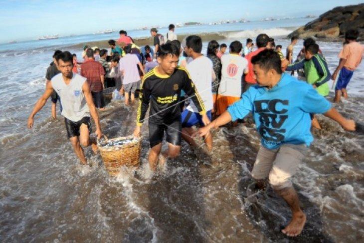 Nelayan Kapuas Hulu Panen Tujuh Ton Ikan