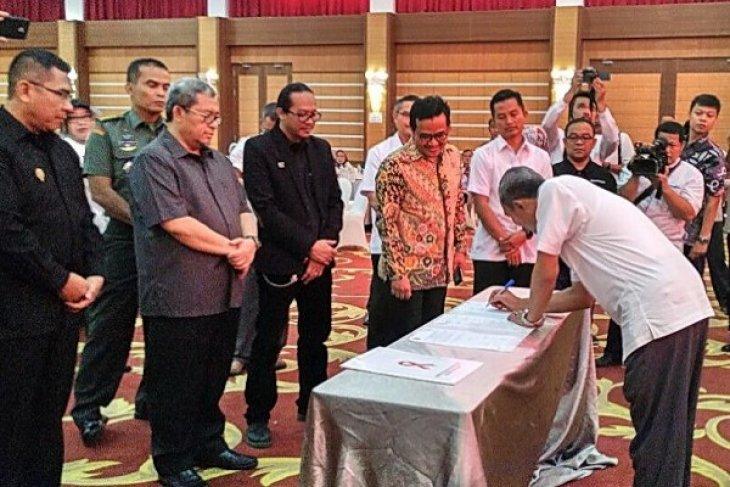 Twenty-seven mayors sign HIV/AIDS declaration in West Java