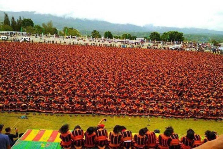 Pecahkan Rekor MURI, 12.262 Orang Menarikan Tari Saman Di Gayo Leus