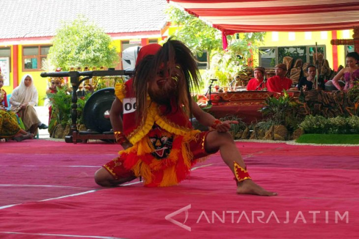 SMKN 8 Jember Gelar Festival Bujang Ganong Lestarikan Kesenian Reog (Video)