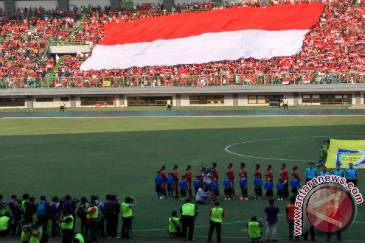 Suporter Timnas Indonesia Tewas Terkena Suar Nyasar