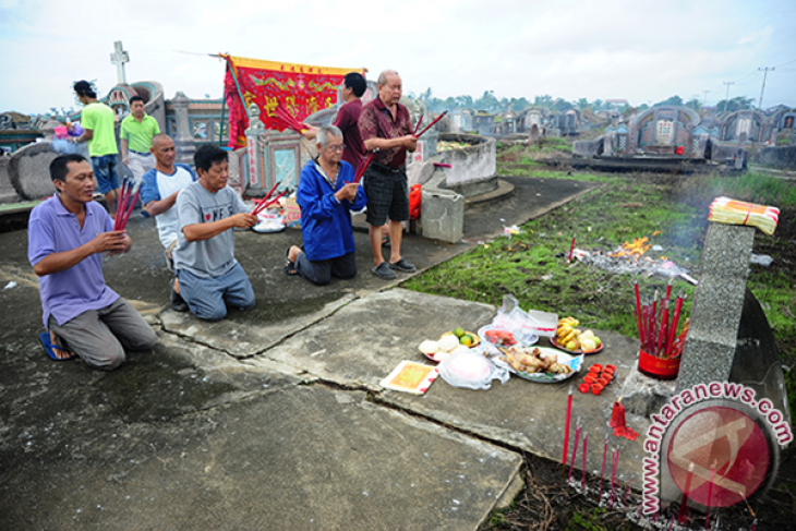Sembahyang Kubur Masyarakat Tionghoa
