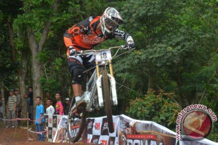 Dua emas balap sepeda sejarah bagi Indonesia