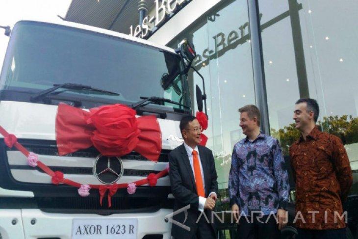 Mercedes-Benz Bidik Kebutuhan Industri di Surabaya