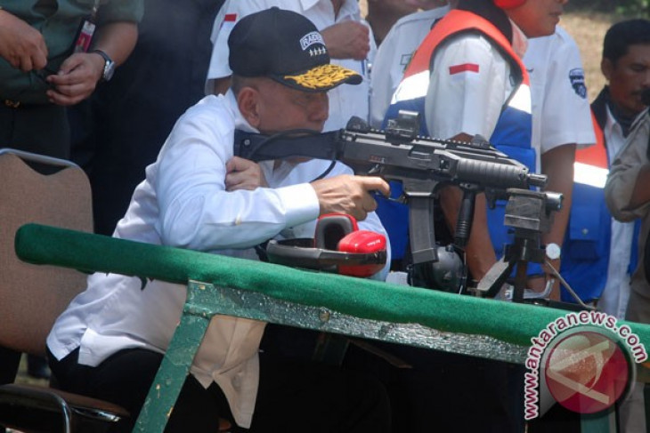 Laos keen to buy another type of weapons from PT Pindad