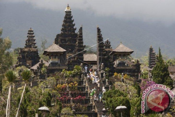 Dinpar Bali Membuat Edaran Terkait Gunung Agung