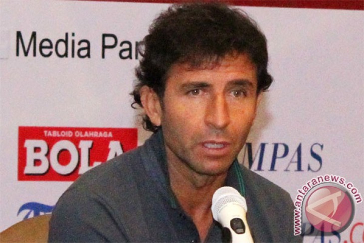 Soccer -PSSI hopes coach Luis Milla return to Indonesia