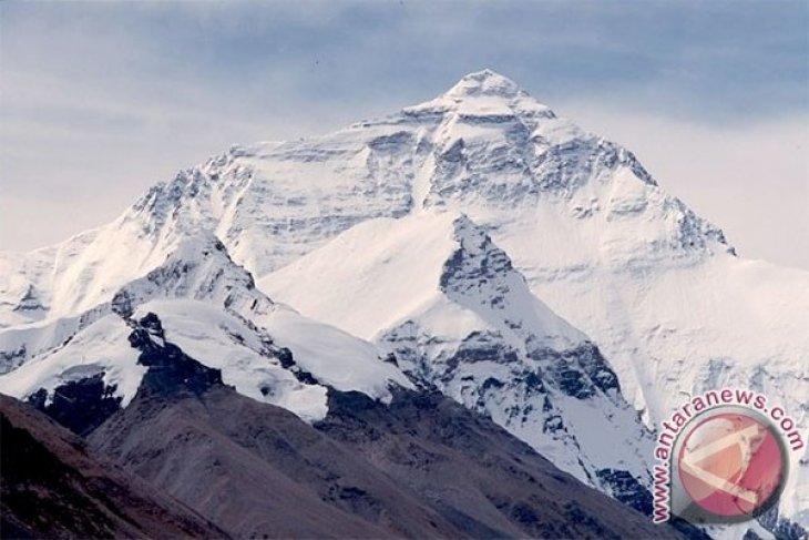 Mountain climber guide dies at Papua`s Cartenz Peak