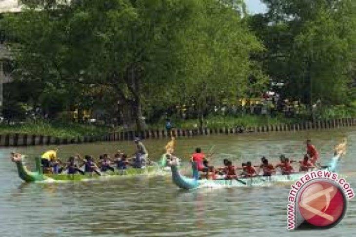 Barito Kuala Juarai Kelas Dragon Boat Putra