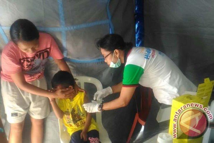 Anak Pengungsi Gunung Agung Mendapat Imunisasi Campak (Video)