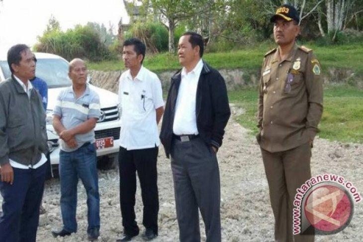 Masyarakat Desa Simbolon Kabupaten Samosir Bangun Jalan Swadaya