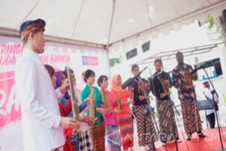 Mahasiswa Asing UMM Berpakaian Adat Peringati Sumpah Pemuda