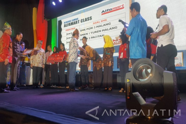 Juara LKS SMK Alfamart Class Se-Jatim Diraih PGRI 3 Kota Malang