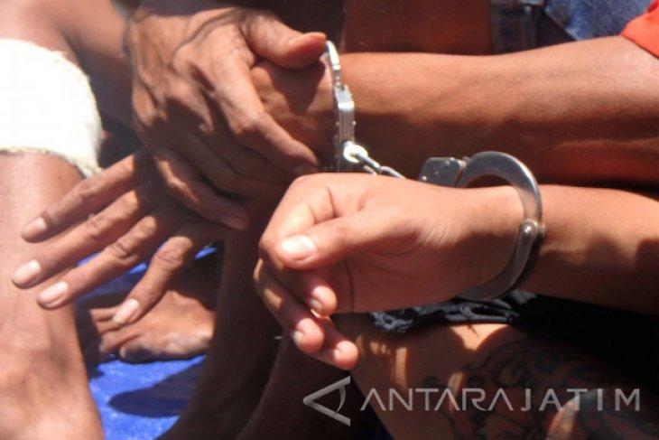 Pemuda Penyebar Foto Bugil Mantan Pacarnya Ditangkap Polisi