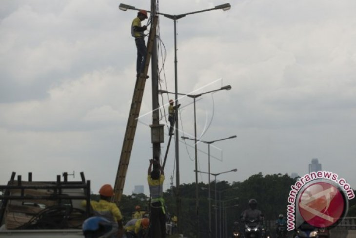 Lampu penerangan jalan umum di Penajam banyak tidak menyala