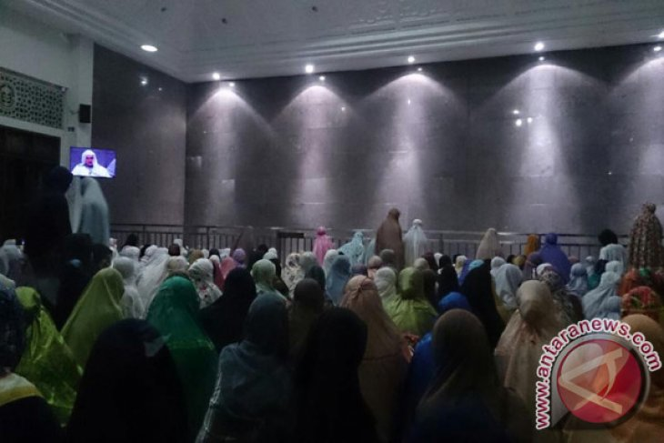 Fatih Seferagic Jadi Imam Masjid Alumni IPB
