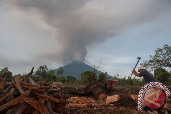 Some 89 thousand passengers affected by Mount Agung`s eruption
