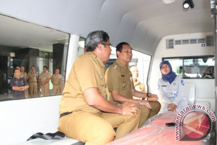 Jasa Raharja Bali Serahkan Bantuan Ambulans RSUD Badung