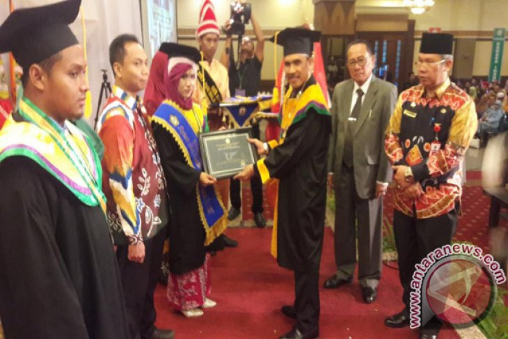 STKIP PGRI Banjarmasin Luluskan 1.004 Sarjana