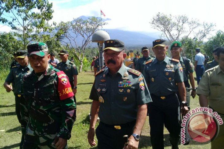 TNI Gotong Royong Perbaiki Jembatan Karangasem yang Diterjang Lahar Hujan