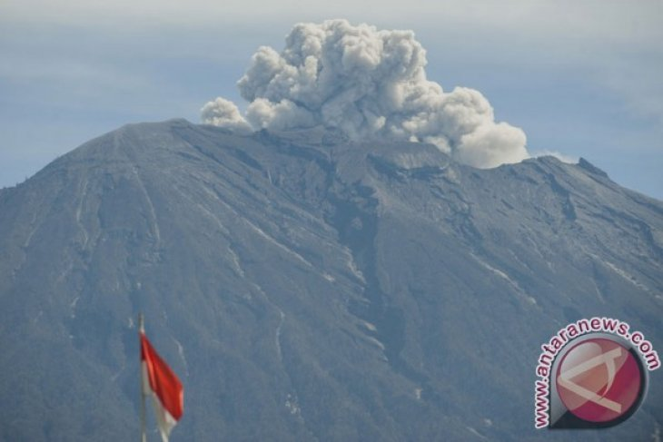 President removes Mount Agung emergency status