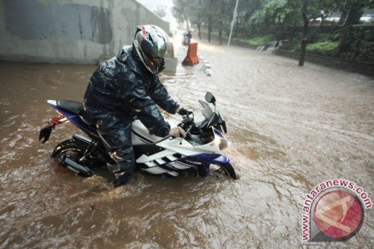 Jakarta governor declares flood alert