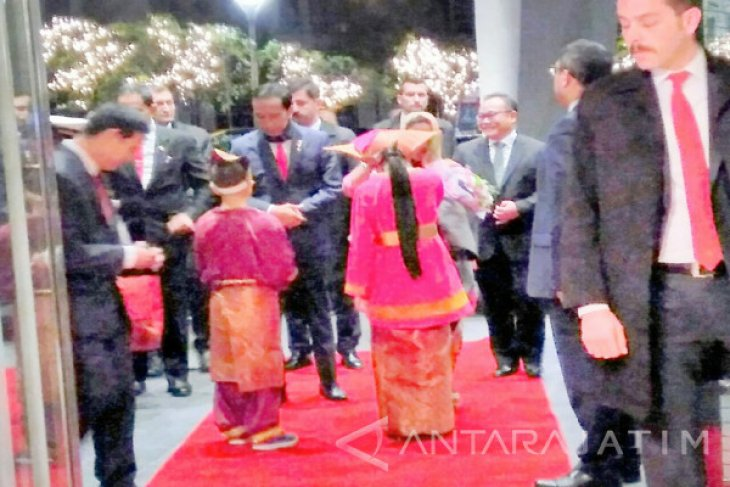 Presiden Jokowi Tiba di Turki untuk Ikuti KTTLB-OKI