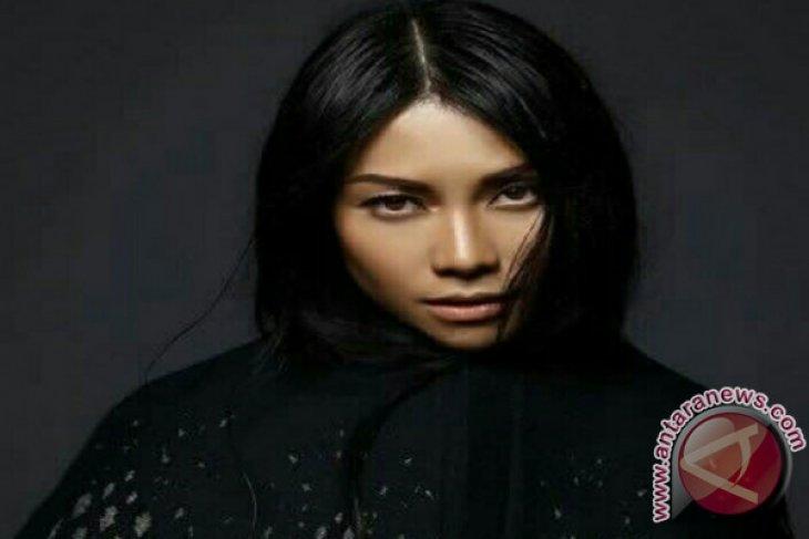 Penyanyi Anggun cetak sejarah, lagunya bertengger di Billboard belasan pekan
